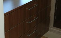 Ladenkast met vineer van notenhout